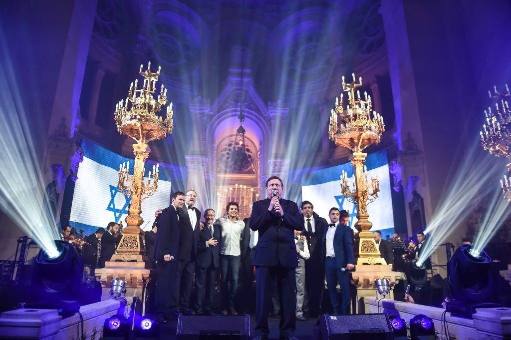 מופע רב משתתפים בבית הכנסת המרכזי בפריז